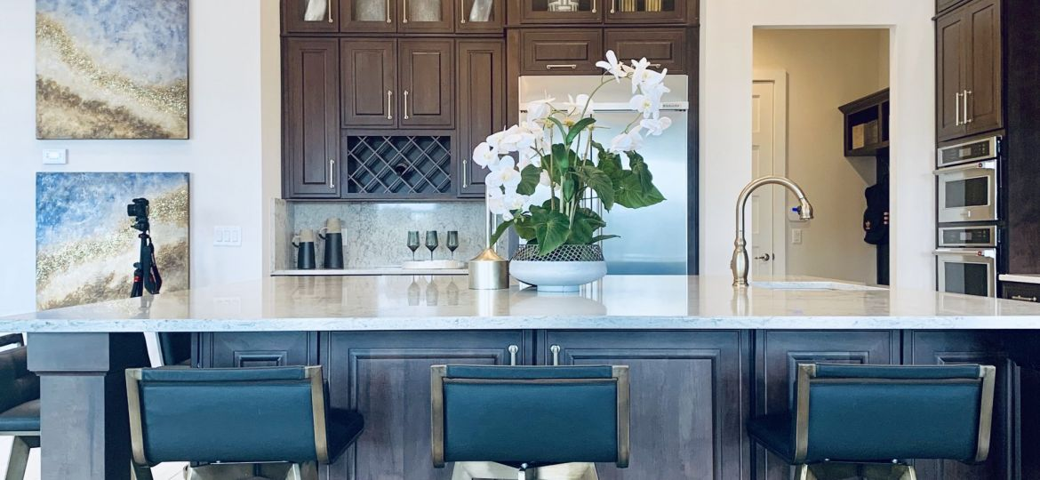 Dark-Cabinets-with-White-Countertops